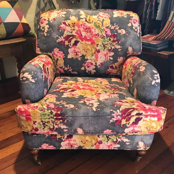 Marjovanlaar-meubelatelier-maastricht-producten-fauteuil-bloemenpatroon-silvera