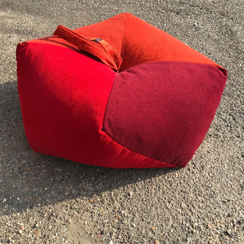 Marjovanlaar-meubelatelier-maastricht-producten-Meerkantig-velour-kussen-roodtintent