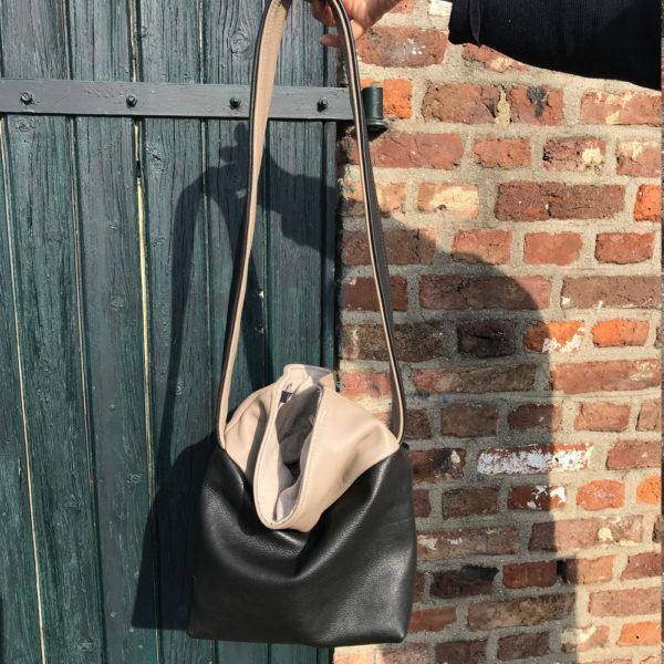 Marjovanlaar-meubelatelier-maastricht-producten-schoudertas-leer-creme-zwart-1