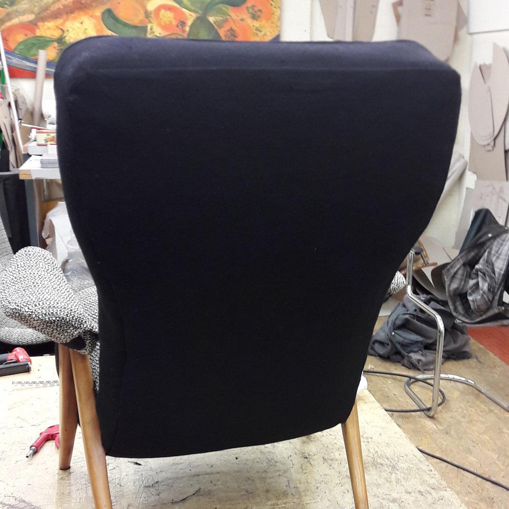 PROJECTEN-MarjovanLaar-Maastricht-stoffering-Artifort-stoel-achterkant
