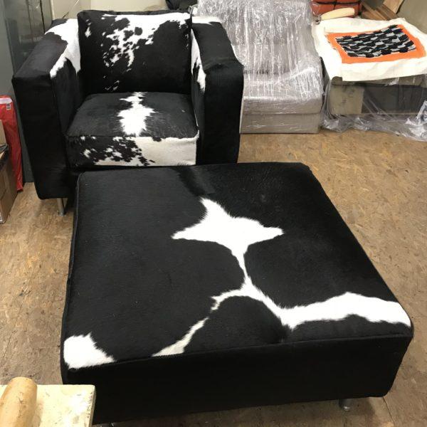 Moderne stoel plus voetenbank